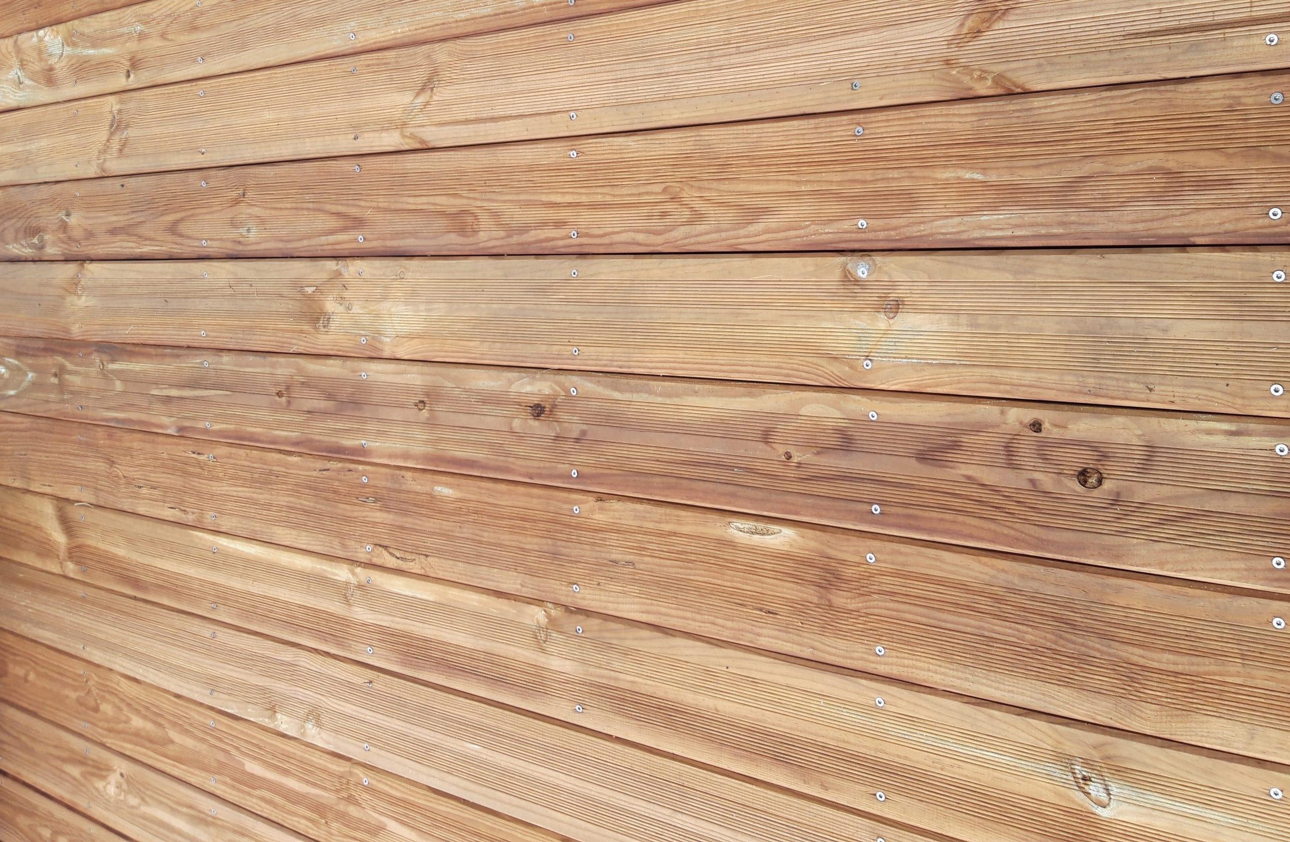 Dans quelle enseigne peut-on acheter une lame de terrasse en bois classe 4 ?